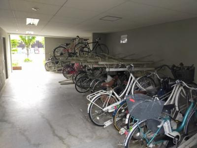 屋根があるので、大切な自転車を雨から守る事ができます。