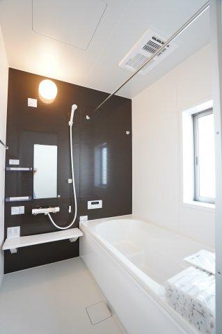 【同仕様施工例】南向きで明るい和室です。