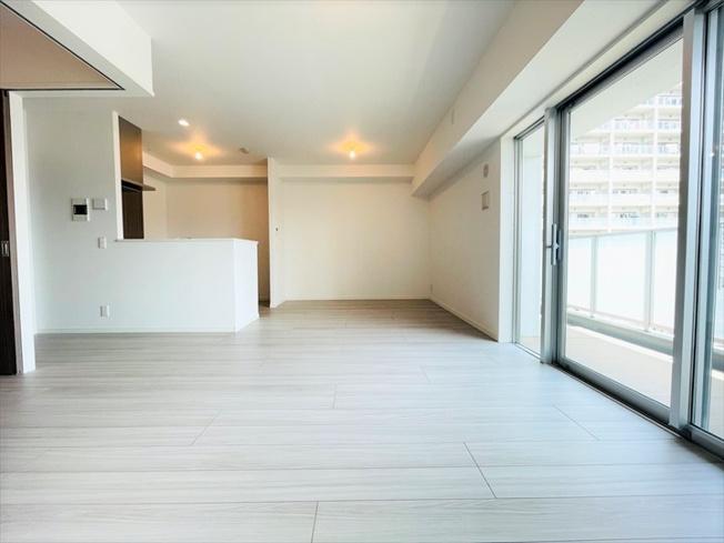 【居間・リビング】モントーレ香椎浜サーフタワーセンターコート