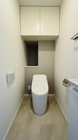 トイレには収納棚も◎