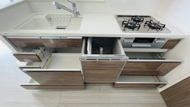 嬉しい食洗機付き◎収納スペースも十分にあります!