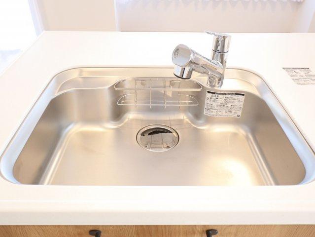 深くて広めのシンクは洗い物がしやすいです