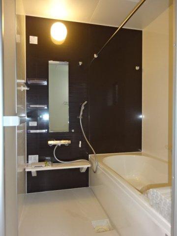 主寝室:ウォークインクローゼット《 施工例 》現地見学や詳細は 株式会社レオホーム へお気軽にご連絡下さい。
