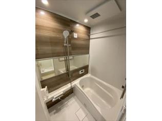 浴室:リフォーム済で大変綺麗です♪ 浴室乾燥機完備ですので、梅雨や花粉の時期の洗濯も安心して干す事ができますね♪