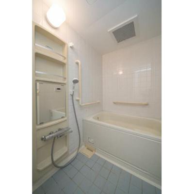 ゆったり過ごせるお風呂です※写真は同タイプ住戸です。