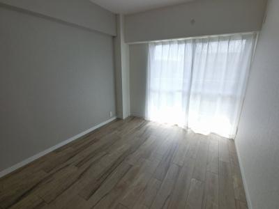 5.3帖の洋室は主寝室にいかがでしょうか。