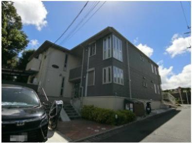 ワンちゃん・猫ちゃんと一緒に暮らせる築浅の2階建てアパート♪コンビニも近くて便利な住環境です!