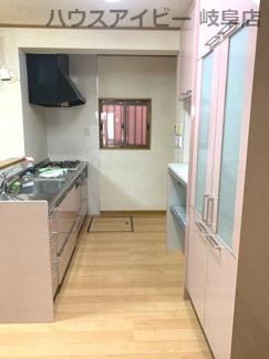 JR岐阜駅まで徒歩13分!地下室・駐車場有二世帯戸建て♪きれいなキッチンです
