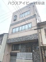JR岐阜駅まで徒歩13分!地下室・駐車場有二世帯戸建て♪の画像