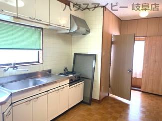 3階のキッチンです(1階にもあります)JR岐阜駅まで徒歩13分!地下室・駐車場有二世帯戸建て♪