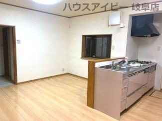 JR岐阜駅まで徒歩13分!地下室・駐車場有二世帯戸建て♪居間です