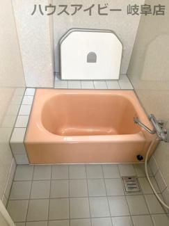 お風呂です♪JR岐阜駅まで徒歩13分!地下室・駐車場有二世帯戸建て♪
