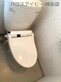 落ち着いたトイレです♪JR岐阜駅まで徒歩13分!地下室・駐車場有二世帯戸建て♪