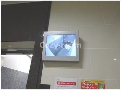 防犯カメラ付きのエレベーターホール