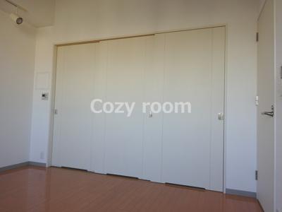 急なお客様の訪問時もスライドドアを閉めると水回り(キッチンや冷蔵庫置き場)が隠せますね(^-^)