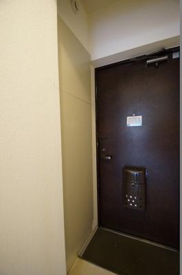 「シューズボックスのある玄関」
