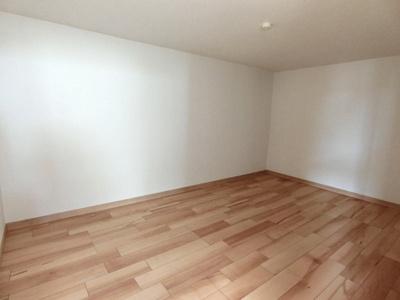 南の洋室には納戸スペースもございます。荷物もしっかり収納できますね!