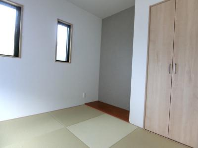 1階和室です。床の間と収納もございます。