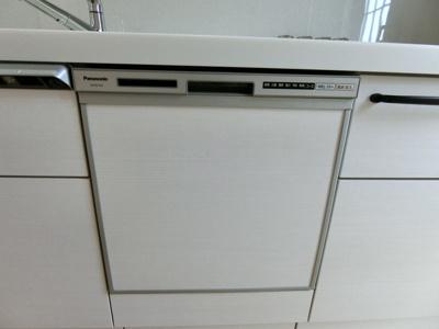 キッチンには食器乾燥洗浄機もございます。食器洗いの手間が軽減されますね!