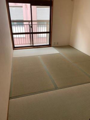 落ち着いた雰囲気の和室付きです。 これから新品の畳が入ります。