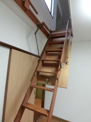グルニエへの階段