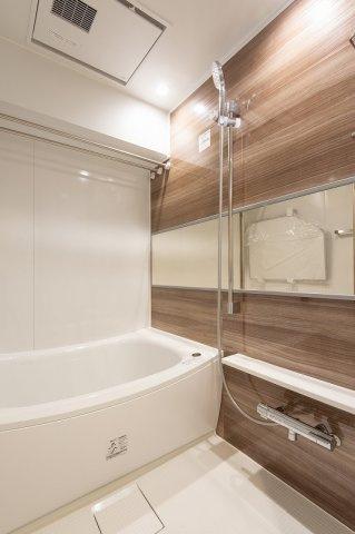 スカイコート日本橋浜町公園:雨の日のお洗濯ものを干すにも便利な浴室乾燥機・追い焚き機能付き浴室です!