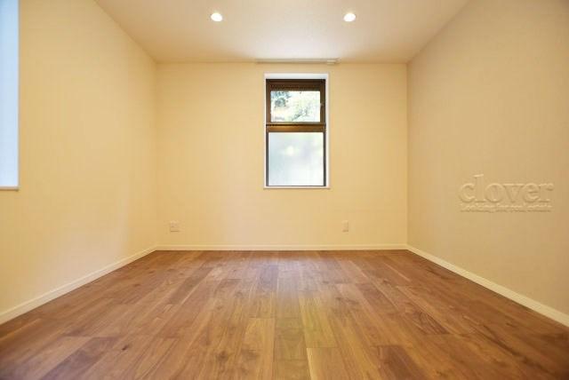 洋室2 二面採光で通風良好です
