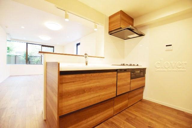 物件のお問い合わせは、 0120-700-968までお気軽にどうぞ! 室内を見渡せる対面キッチン 三口ガスコンロ 食洗機付き