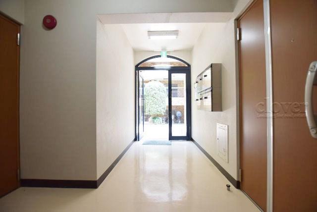 廊下 玄関ドア