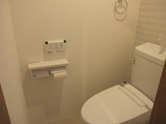 新規交換済みトイレ。
