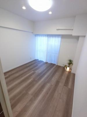 4.8帖の洋室は主寝室にいかがでしょうか。