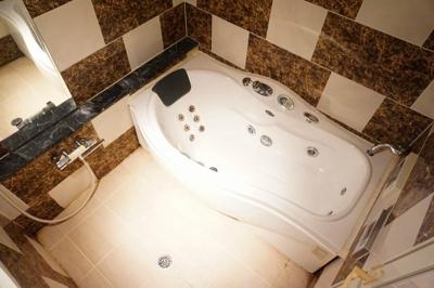 【浴室】メル・シアター 鈍色の風
