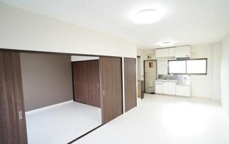【居間・リビング】栃木県佐野市植下町一棟マンション