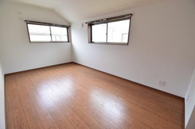 全室主寝室並みの広さを確保した居室。主寝室は7.5帖。ウォークインクローゼットもついて贅沢な空間。