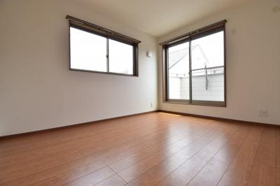 約6帖の洋室。こちらにもウォークインクローゼットをご用意。各居室収納完備で主寝室並みの広さを確保。