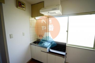 一人暮らしにちょうどいいサイズのキッチンですね。