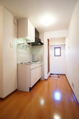 キッチンから洋室