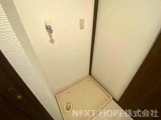 洗面室には洗濯機置き場が設けられております♪