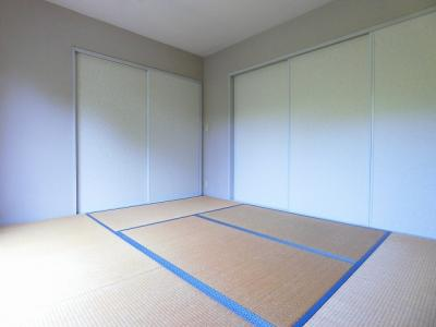 押入れと収納スペースのある南向き和室6帖のお部屋です!寝具をすっきり収納できるので和室は寝室にもオススメ☆