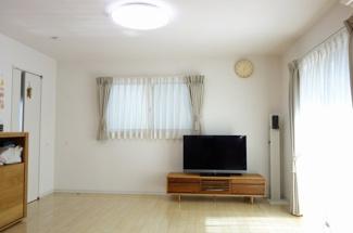 豊かな陽光が注ぎ込み、爽やかな住空間を演出します。
