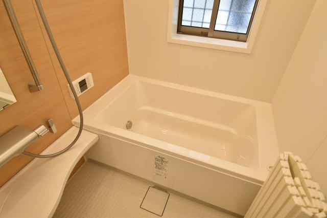 ゆっくりお寛ぎいただけるバスルームは、全身を包み込む浴槽は疲れた身体を癒してくれます。