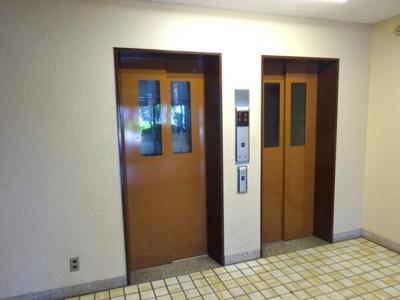 エレベーターが2台あると、忙しい時間帯も混雑が緩和されますね♪