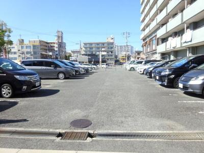 嬉しい駐車場付きのマンションです。空き状況のご確認もお任せください♪