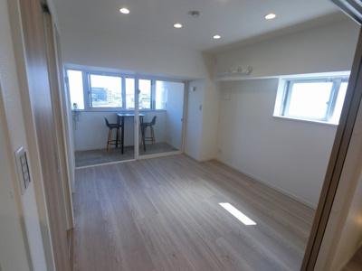 5.9帖の洋室は主寝室にいかがでしょうか。 2面採光で日当たり・風通し◎