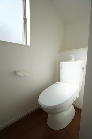 1階 温水洗浄便座付です。