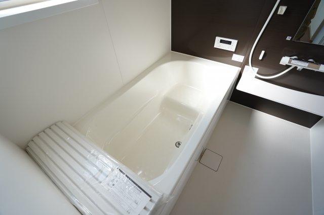 お子様とゆっくり入れる大きな浴槽です。