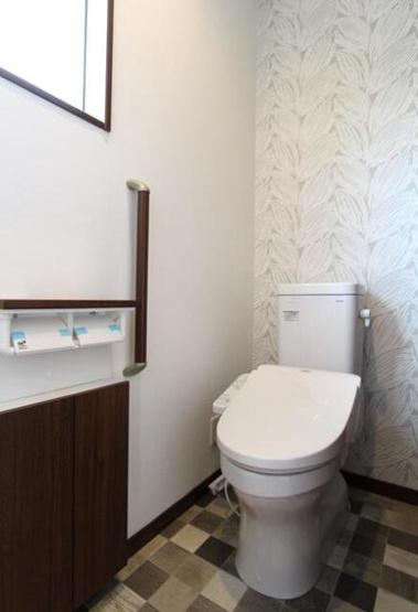 温水洗浄便座のトイレを完備しております!!