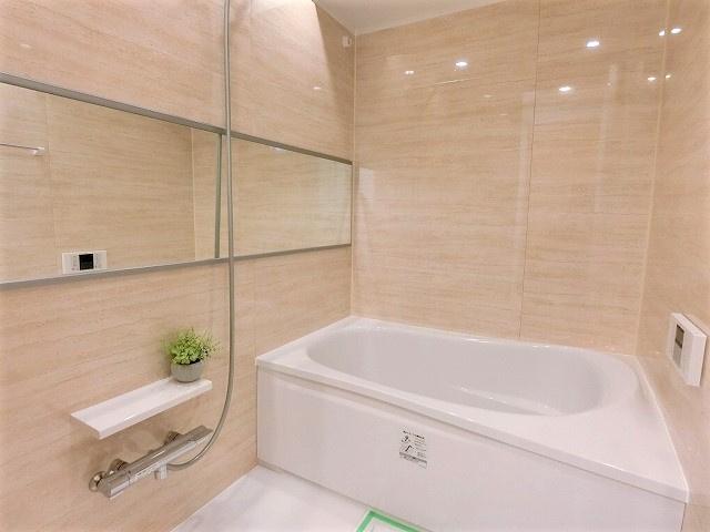 ゆったり過ごせるお風呂です 追焚機能・浴室乾燥機付き