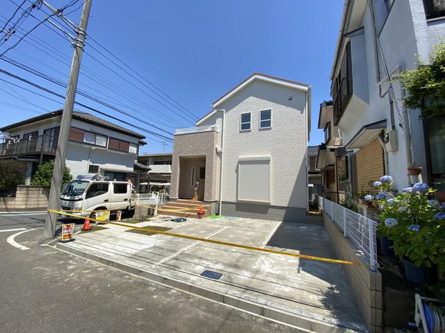 敷地は約40坪で建物も広々の約延べ31.8坪の納得の新築一戸建てです。