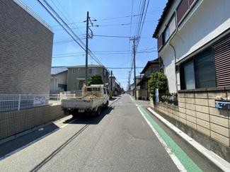 前面道路は6mと4mの私道です。